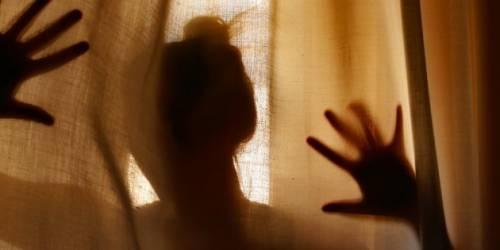 Violenta la nipote per sei anni, arrestato un filippino
