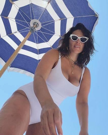 Ashley Graham, le immagini più sensuali 6