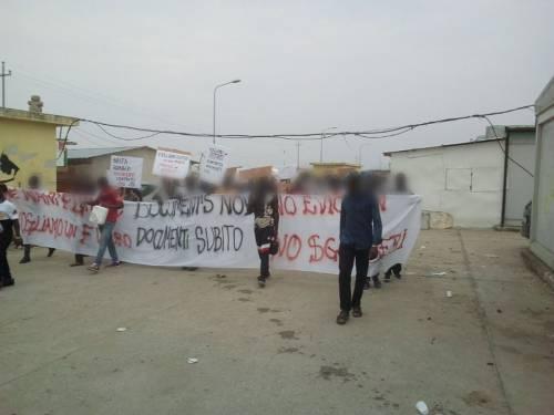Foggia, braccianti in piazza per chiedere i permessi di soggiorno