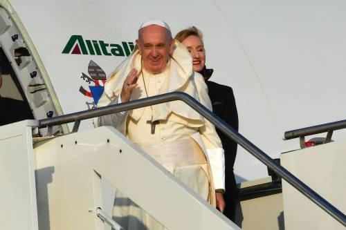 """Il Papa verso l'Africa: """"Onore se mi attaccano gli americani"""""""