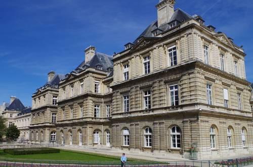 Francia, scoperti cimeli nazisti nelle stanze dei dipendenti del Senato