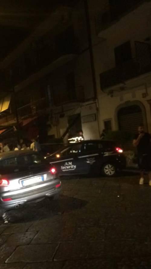 Bomba nel Napoletano: il negozio squarciato dall'esplosione 2
