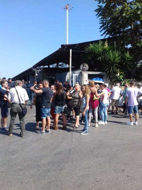 Napoli, miasmi dal sito di stoccaggio dei rifiuti: il presidio dei residenti 2