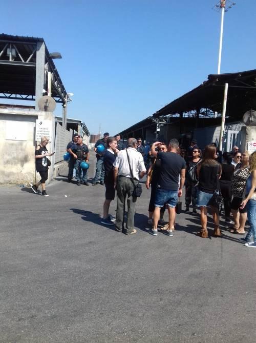 Napoli, miasmi dal sito di stoccaggio dei rifiuti: il presidio dei residenti 4
