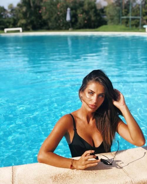 Eleonora Boi da urlo: follower in visibilio per il suo ultimo scatto in piscina