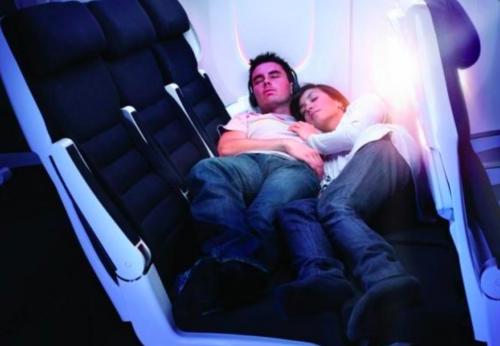 Dormire in aereo è pericoloso: orecchie a rischio