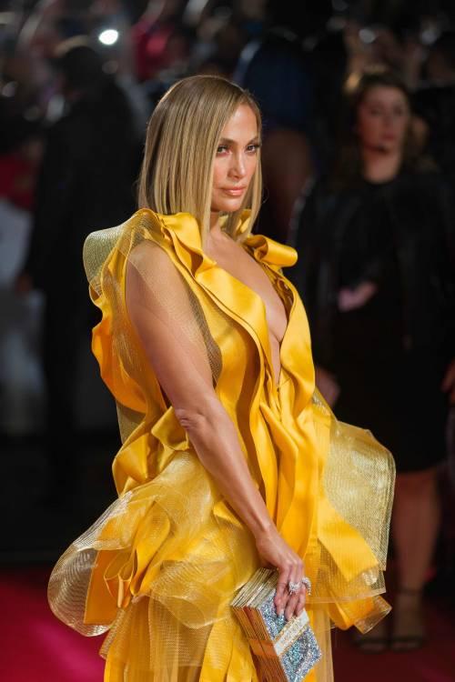 Jennifer Lopez sexy in giallo alla premiere del suo film Hustler 2