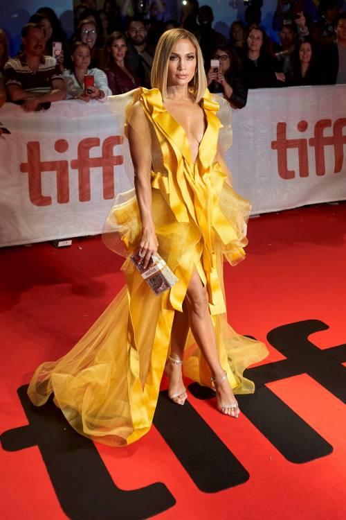 Jennifer Lopez sexy in giallo alla premiere del suo film Hustler 4