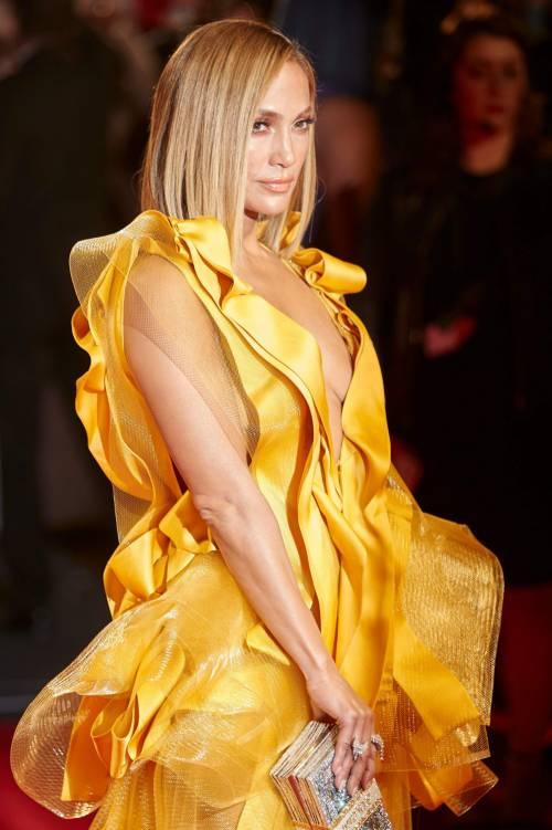 Jennifer Lopez sexy in giallo alla premiere del suo film Hustler 5