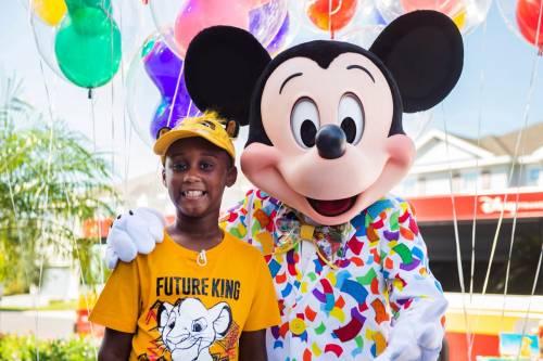 Bimbo usa risparmi di un viaggio a Disney per aiutare sfollati Dorian