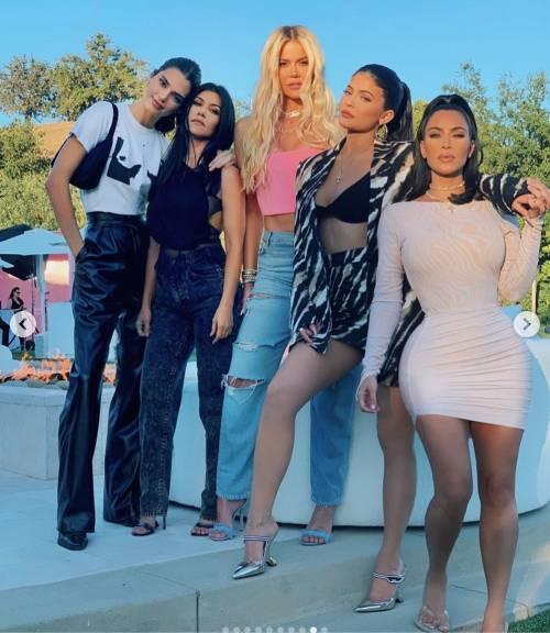 Kim Kardashian mozzafiato su Instagram: foto 7