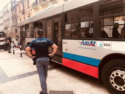 Taranto, autista di linea aggredito da un immigrato