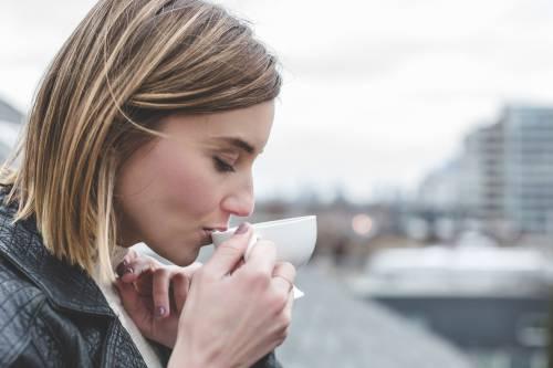 Bere tè ogni giorno fa bene al cervello