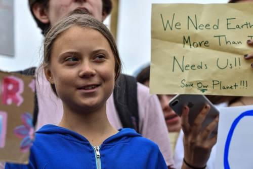 Sit-in di Greta davanti alla Casa Bianca: simulata estinzione di massa