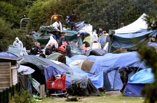 """Francia, sgomberato campo migranti: """"Troppa violenza"""" 3"""