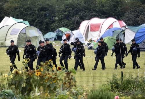 """Francia, sgomberato campo migranti: """"Troppa violenza"""" 4"""