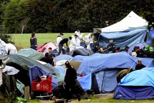 """Francia, sgomberato campo migranti: """"Troppa violenza"""" 5"""