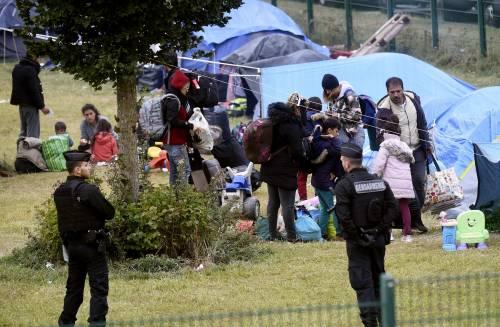 """Francia, sgomberato campo migranti: """"Troppa violenza"""" 6"""