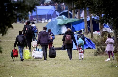"""Francia, sgomberato campo migranti: """"Troppa violenza"""" 9"""