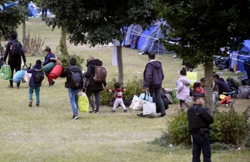 """Francia, sgomberato campo migranti: """"Troppa violenza"""" 10"""