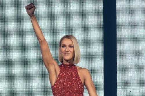 Celine Dion cancella due date del tour mondiale. I fan temono sia coronavirus