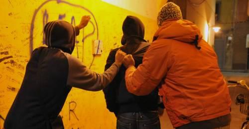Prendono a bastonate migrante: arrestati due ragazzi ad Anzio
