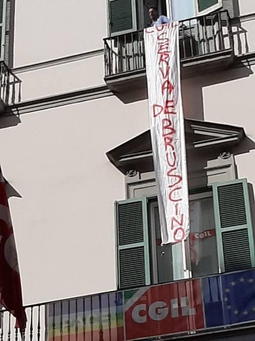 """Occupano la sede della Cgil: """"Noi, abbandonati dal sindacato"""""""