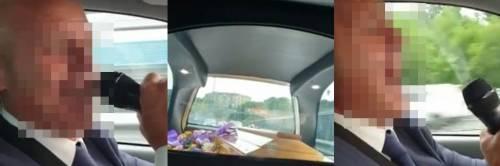 Napoli, becchino canta e ride in auto mentre trasporta salma