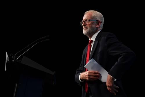 Le mezze scuse di Corbyn e l'elogio social dei tre figli