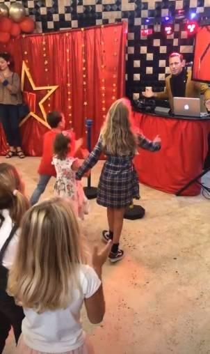 Alessia Marcuzzi, che film la festa per gli 8 anni di Mia 6