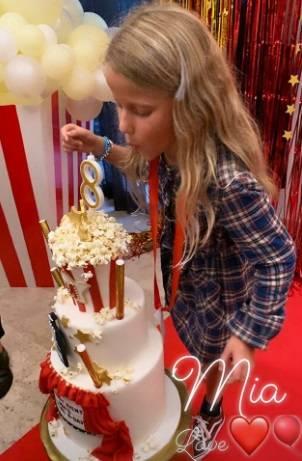 Alessia Marcuzzi, che film la festa per gli 8 anni di Mia 7