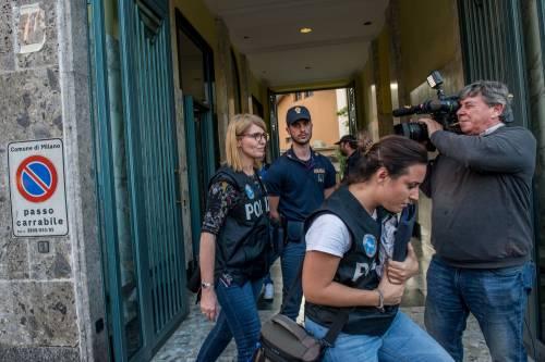 Milano, mamma e figlia precipitano dall'ottavo piano 5