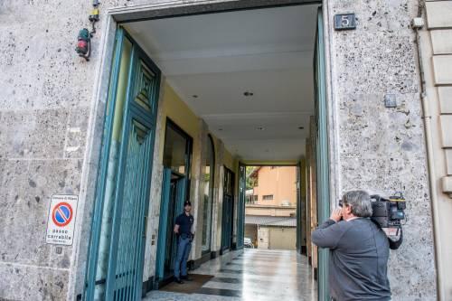 Milano, mamma e figlia precipitano dall'ottavo piano 6