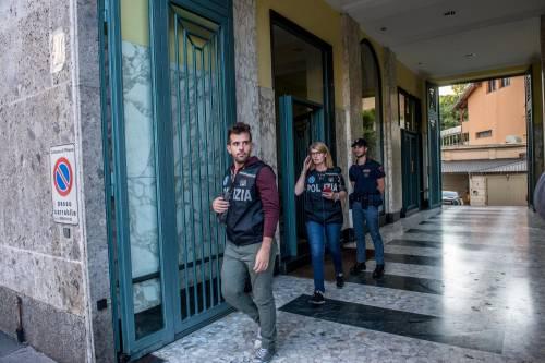 Milano, mamma e figlia precipitano dall'ottavo piano 7