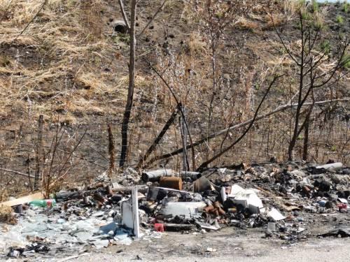 Una giornata di roghi in Terra dei fuochi: difficile bloccare chi inquina