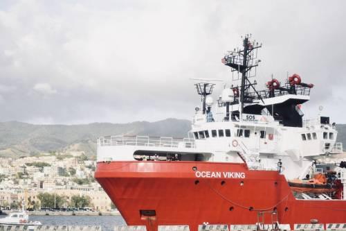 La Ocean Viking entra nel porto di Messina  3