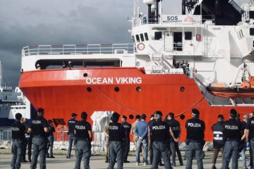 La Ocean Viking entra nel porto di Messina  5