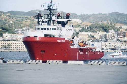 La Ocean Viking entra nel porto di Messina  7