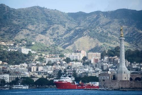 La Ocean Viking entra nel porto di Messina  8