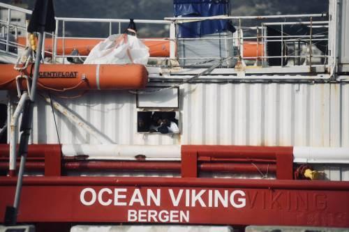 La Ocean Viking entra nel porto di Messina  2