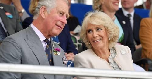 A rischio il matrimonio di Carlo d'Inghilterra: cercasi chirurgo plastico