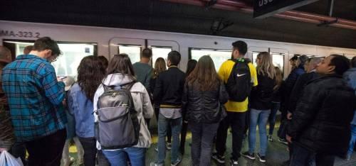 """Degrado choc a Roma. Pure la metro al collasso: """"La Raggi è di troppo"""""""