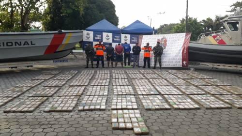 Colombia, narcos salvati in mare tra i pacchi di cocaina 3