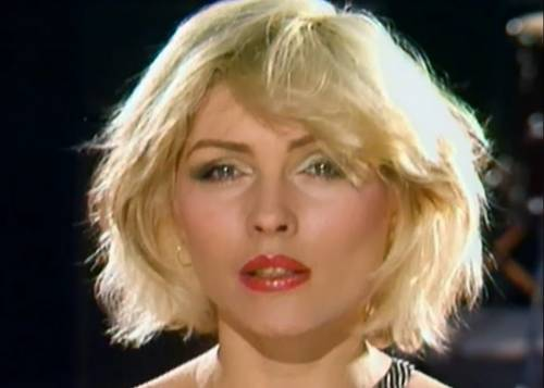 Debbie Harry rivela i retroscena hot di David Bowie e Iggy Pop