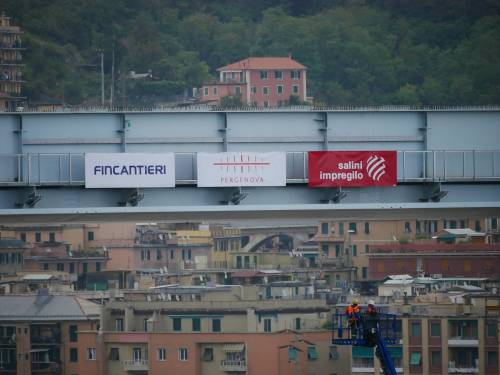 """Il """"varo ad alta quota"""" del primo pezzo del Ponte di Genova 4"""