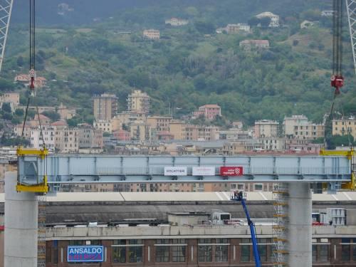 """Il """"varo ad alta quota"""" del primo pezzo del Ponte di Genova 5"""