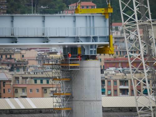 """Il """"varo ad alta quota"""" del primo pezzo del Ponte di Genova 1"""