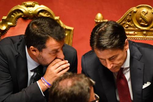 """""""Cosa nasconde del suo passato?"""". Così Salvini inchioda Conte in Aula"""
