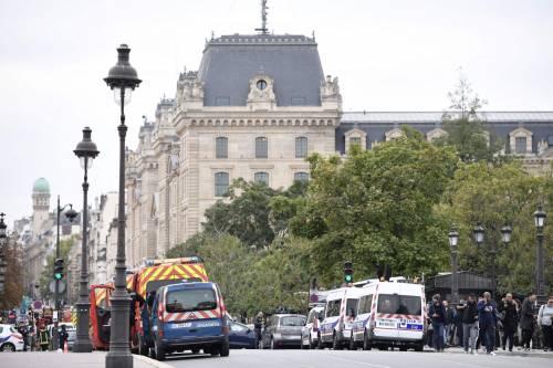 Parigi, strage alla sede della polizia: funzionario uccide 4 persone 2