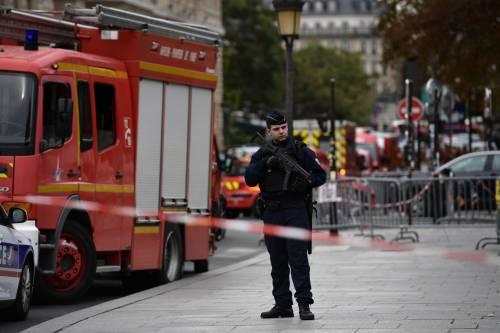 Parigi, strage alla sede della polizia: funzionario uccide 4 persone 5